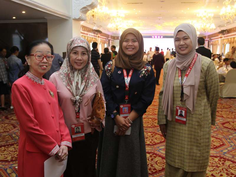 Ms-Go-with-delegates-from-Brunei